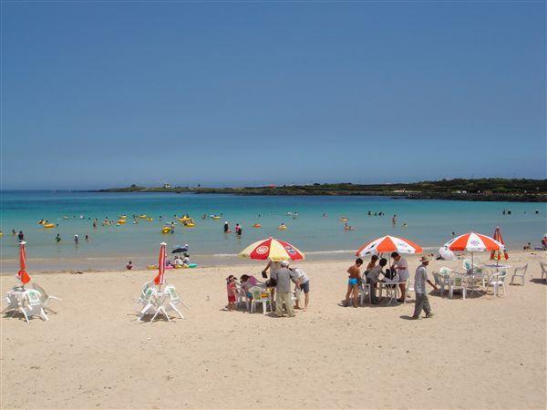 En stks rigtig lækker strand på øen jeju. vandet var varmt og